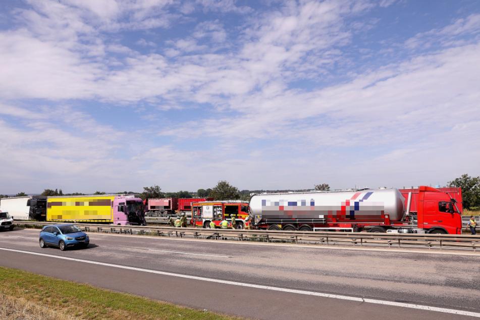 Auf der A4 sind drei LKW kollidiert.