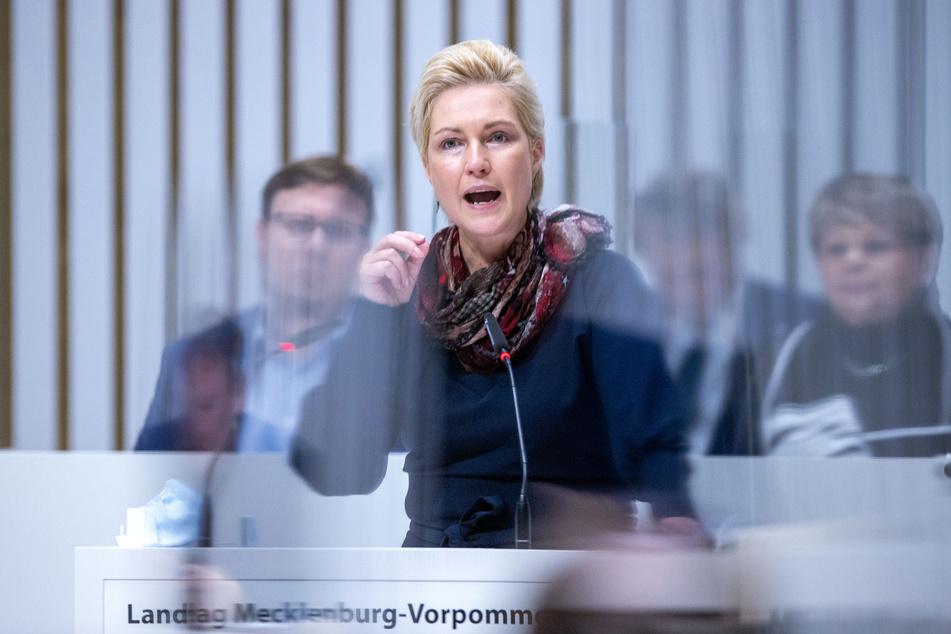 Manuela Schwesig (SPD) spricht bei einer Sitzung des Landtags.
