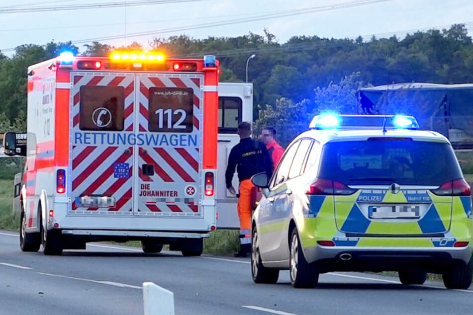 Unfall A5: Frau stürzt von Brücke und wird von Lastwagen überrollt: Lkw-Fahrer meldet sich bei Polizei