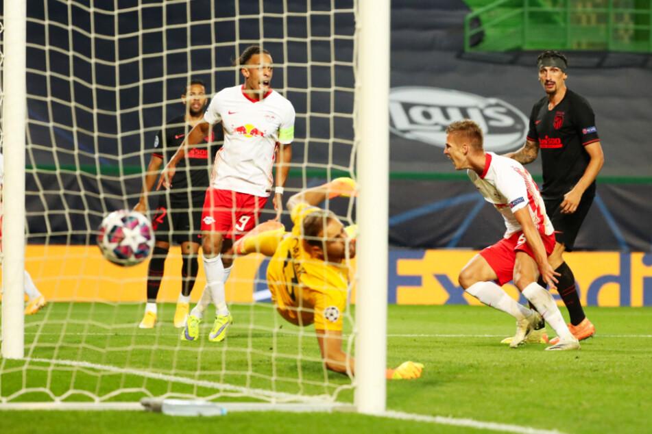 Dani Olmo (2.v.r.) brachte RB Leipzig gegen Atlético Madrid mit 1:0 in Führung.