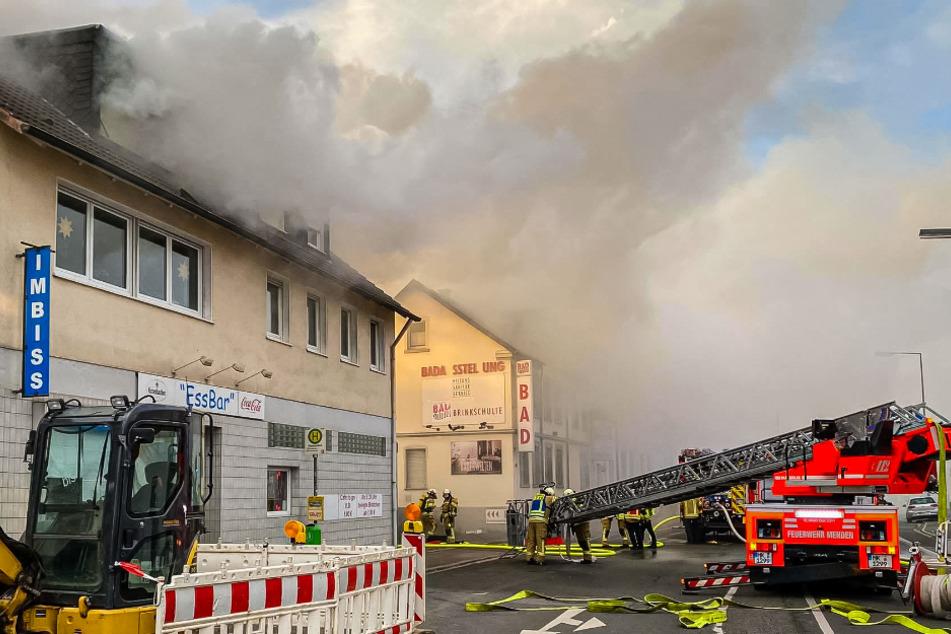 In Menden brannte ein Dachstuhl lichterloh.