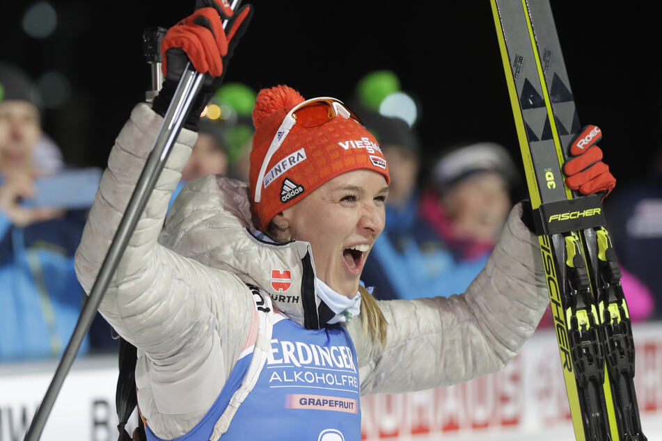 Die erstplatzierte Denise Herrmann aus Deutschland feiert ihren Sieg.