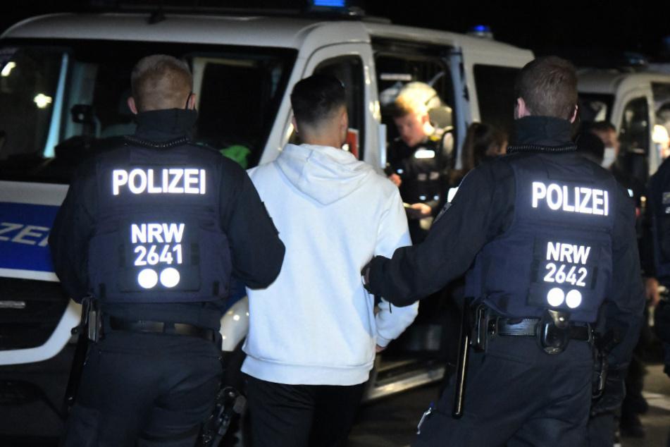Polizei stoppt Autotransport-Lkw auf der A4: Kontrolle bringt ...