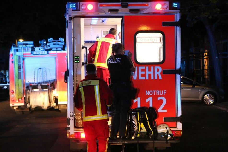 Nach einem Feuer in Berlin-Kreuzberg wurden zwei Verletzte ins Krankenhaus gebracht.
