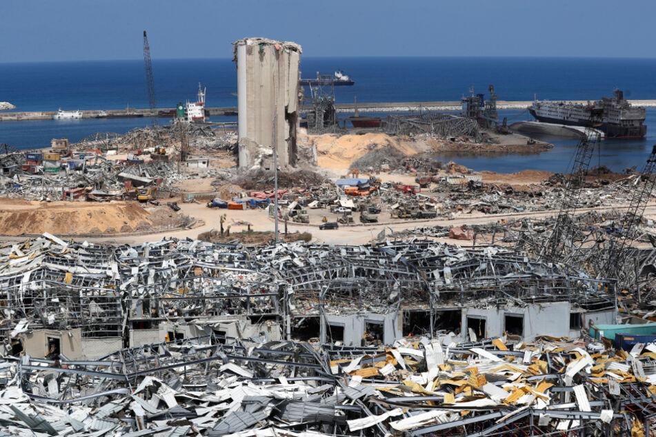 Beirut: Soldaten der libanesischen Armee, Rettungskräfte und Ermittlungsbeamte arbeiten in den Trümmern am Hafen, an dem am 4. August eine verheerende Explosion die Umgebung zerstört hat.