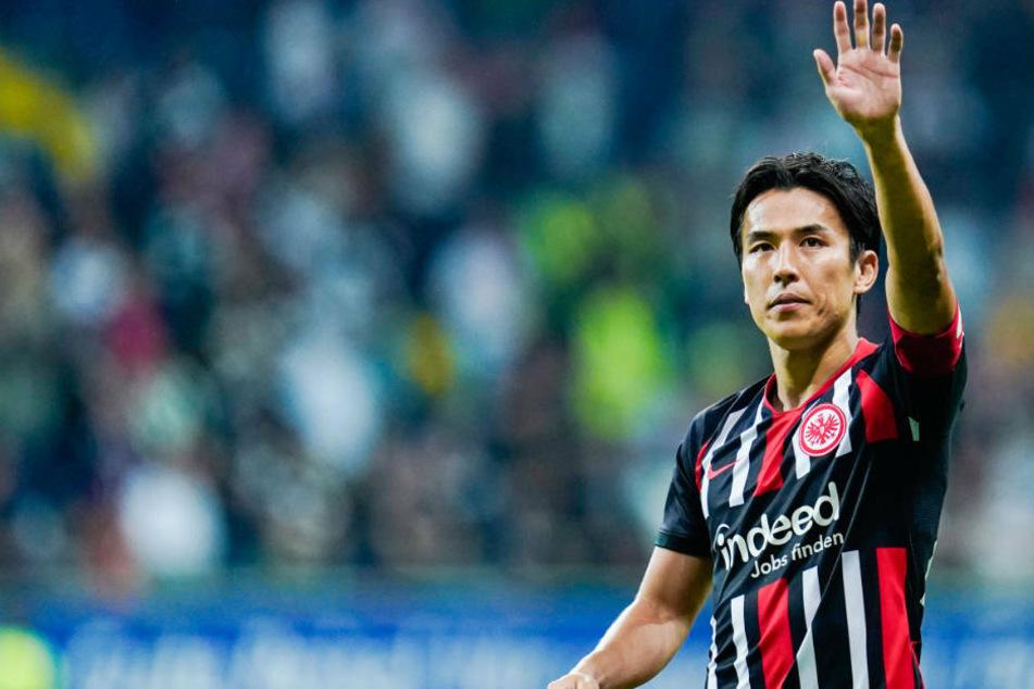 Makoto Hasebe bleibt Eintracht Frankfurt ein weiteres Jahr als Spieler erhalten (Archivbild).