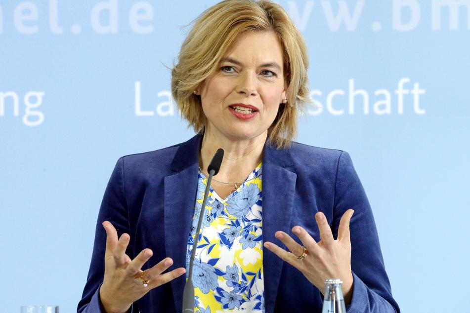 """Bundesagrarministerin Julia Klöckner (47) lädt am Freitag zu einem """"Branchengespräch"""" zur Fleischindustrie in Düsseldorf ein."""