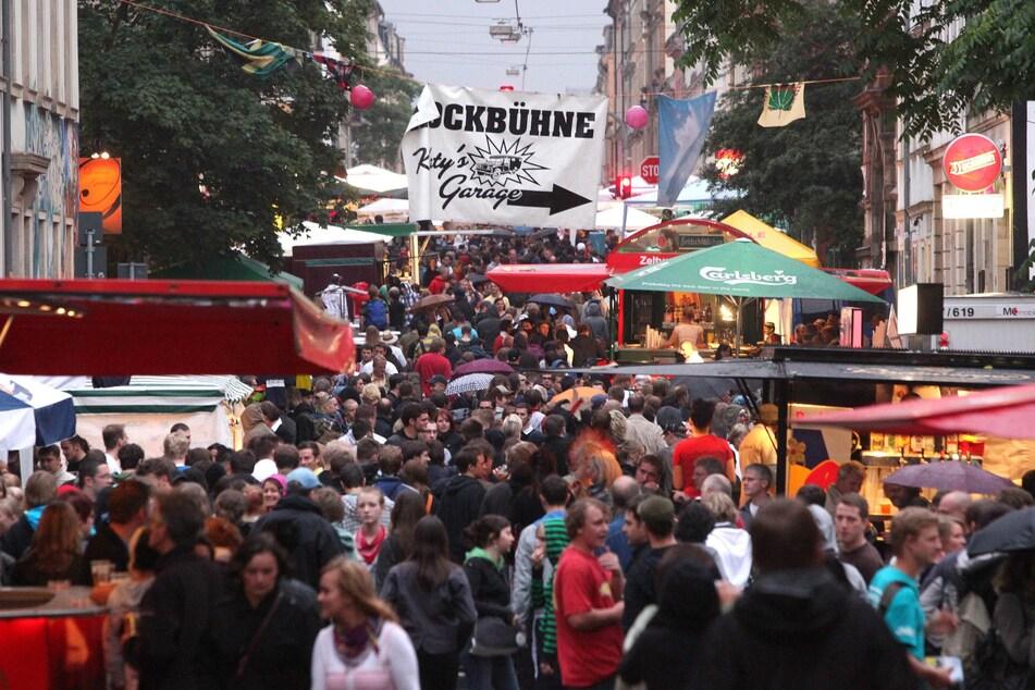 Die Bunte Republik Neustadt lockt jedes Jahr Menschen aus ganz Deutschland in das Dresdner Szeneviertel.