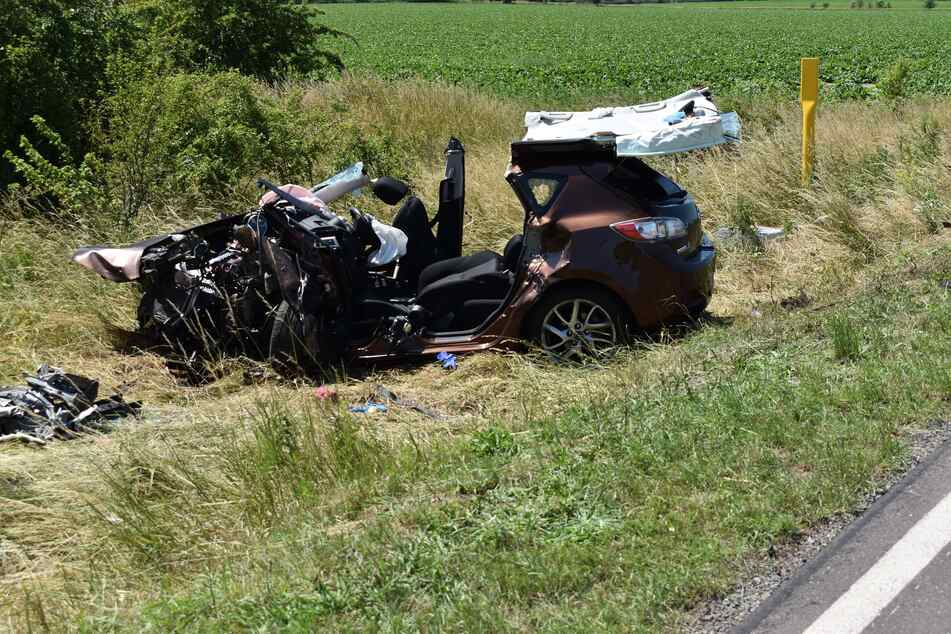 Der Mazda wurde beim Überholmanöver des Porsche frontal gerammt.