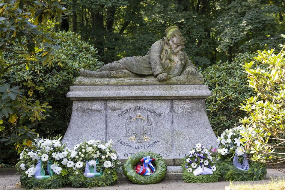 Frisch saniert: das Denkmal der 176 in sächsischer Kriegsgefangenschaft verstorbenen serbischen Soldaten. Die Figur schuf 1918 der französische Bildhauer Edmond Delphaut.