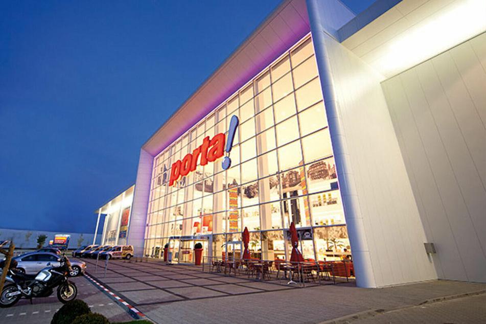 Möbelhaus in Hannover lässt bis 13.3. nur mit Termin rein und startet krasse Aktion