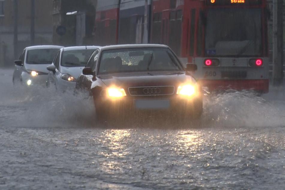 In Sachsen-Anhalt und Thüringen wird am heutigen Dienstagabend Starkregen erwartet.