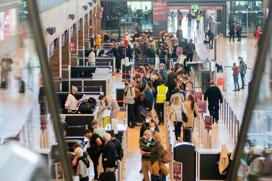 Berlin: Pannenflughafen BER macht seinem Namen alle Ehre: Hohn und Spott nach Chaos
