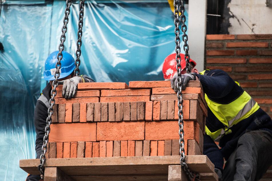 Lieferzeiten von mehreren Monaten! Bauunternehmen im Osten kämpfen mit Engpässen