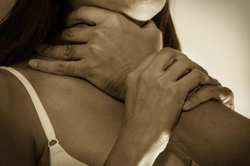 Bedroht, gedemütigt, zur Prostitution gezwungen: Polizei nimmt 29-Jährigen fest
