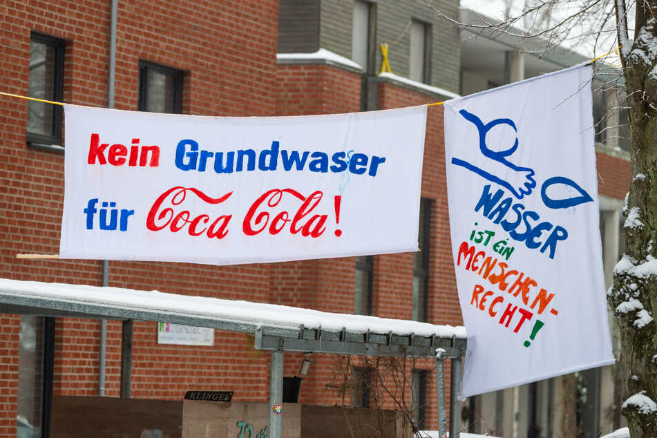 Klimaaktivisten demonstrieren gegen Coca-Cola-Brunnen!