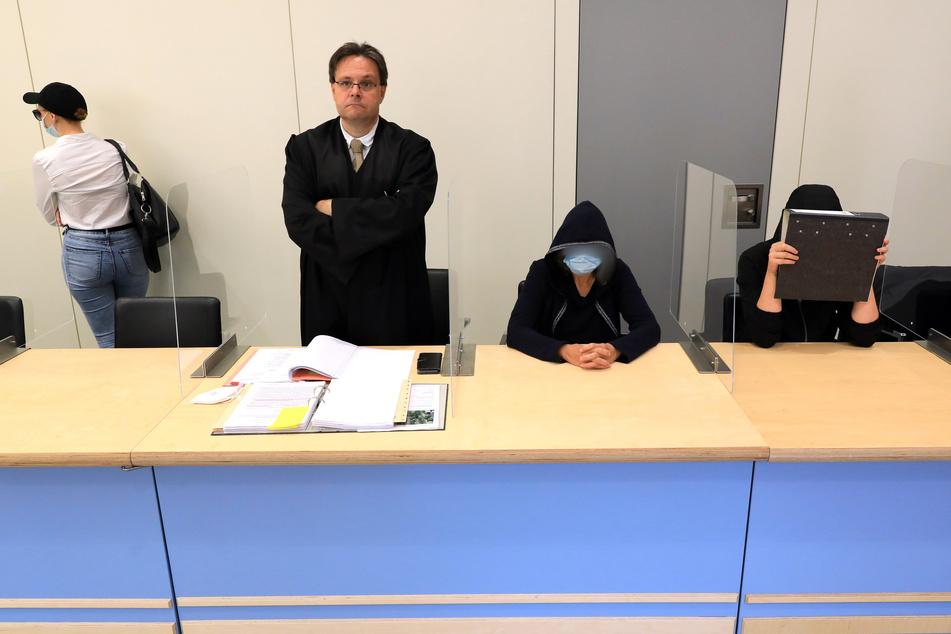 Drei Erzieherinnen (23, 31 und 60) sind wegen fahrlässiger Tötung angeklagt.