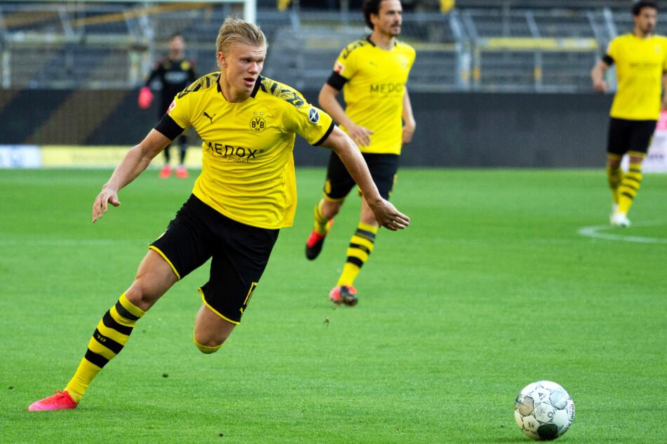 Erling Haaland wird in Düsseldorf wieder im BVB-Kader stehen, aber vermutlich erst einmal auf der Bank sitzen. (Archivbild)