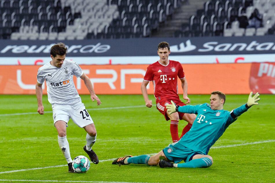 Jonas Hofmann (l.) traf für Borussia Mönchengladbach doppelt im Freitagabend-Kracher der Bundesliga am 15. Spieltag.