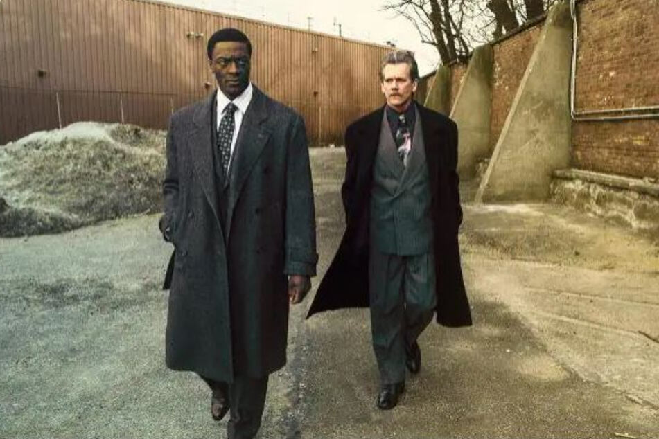 Aldis Hodge (l.) und Kevin Bacon in City on a Hill.