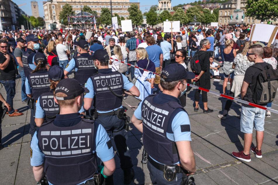 Polizisten bei der dritten Demo am vergangenen Samstag.