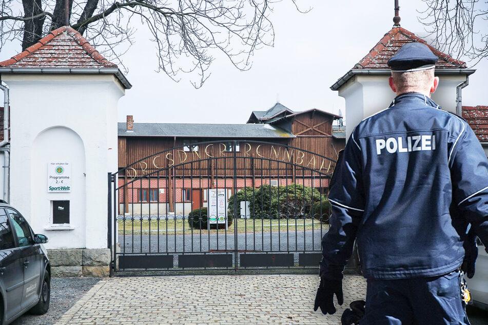Die betroffenen Ställe liegen direkt an der Dresdner Galopprennbahn. Nun ermittelt die Polizei.