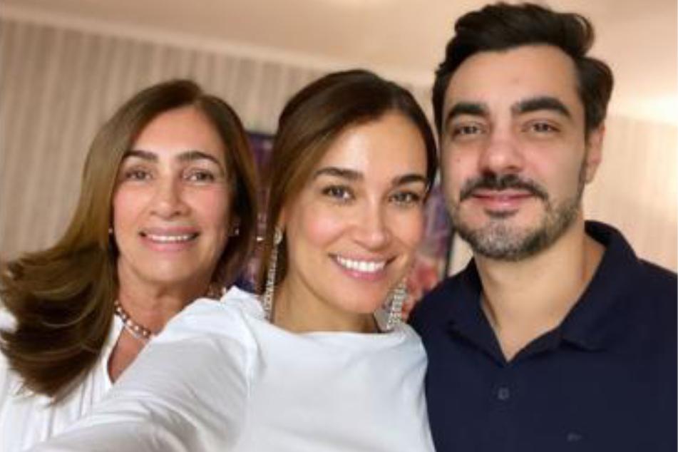Jana Ina Zarrella (44) zeigte ihren Fans am Sonntag, wie ähnlich die Moderatorin ihrer Mutter Rita (l.) sieht. Die Ähnlichkeit zwischen den Frauen ist verblüffend.