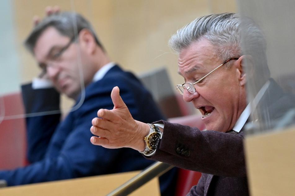 SPD-Fraktionschef Horst Arnold (r.) kritisiert Markus Söder (CSU, l.), Ministerpräsident von Bayern.