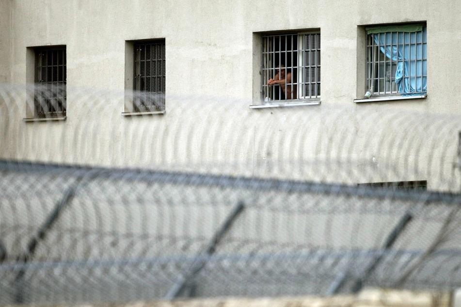 n der JVA Leipzig ist eine Gefangene am Coronavirus erkrankt. (Symbolbild)