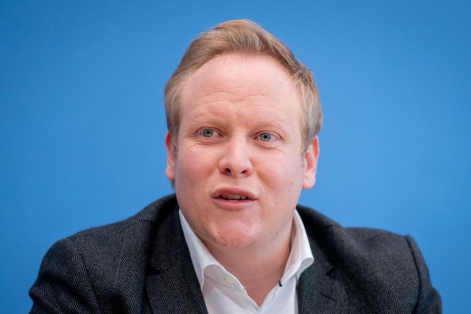 Tilman Kuban stellt das Ergebnis der Mitgliederbefragung zum CDU-Parteivorsitz vor.