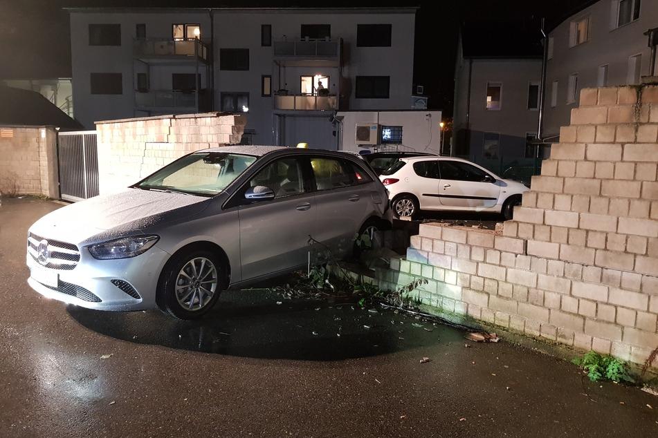 Das Unfallauto wurde nach dem Aufräumarbeiten abgeschleppt.