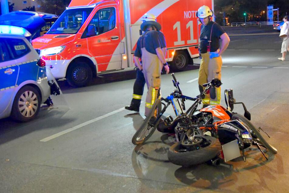 Motorrad erfasst Fahrrad: Zwei Personen im Krankenhaus!