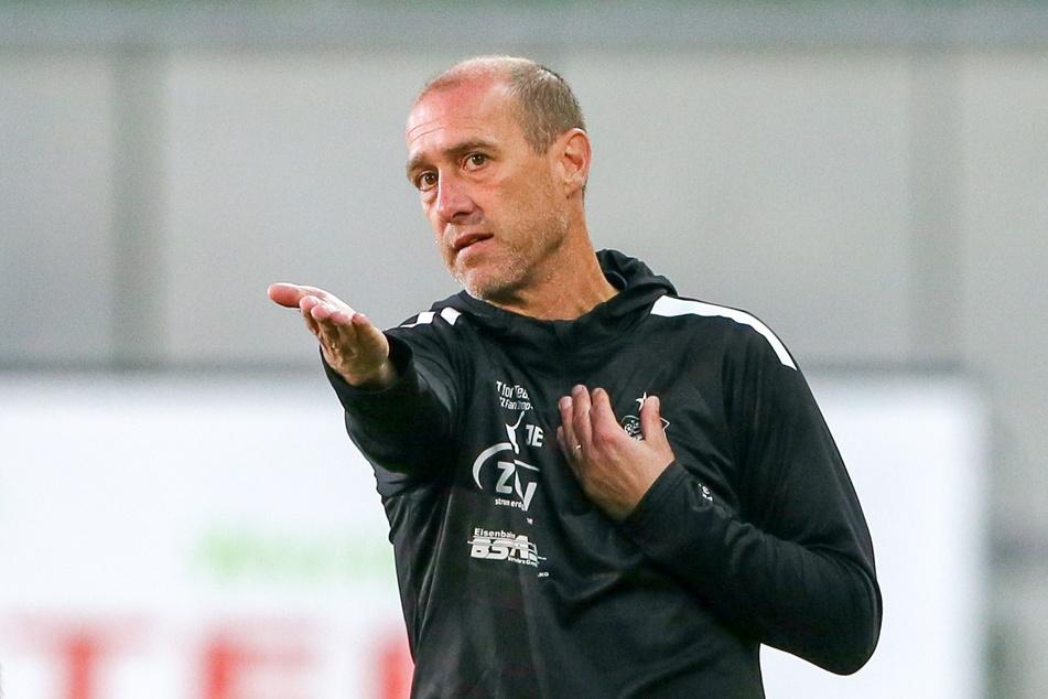 Zwickaus Trainer Joe Enochs (50) kennt das mittlerweile leider zur Genüge - eine entspannte Saison gibt es mit dem FSV Zwickau offenbar nicht.