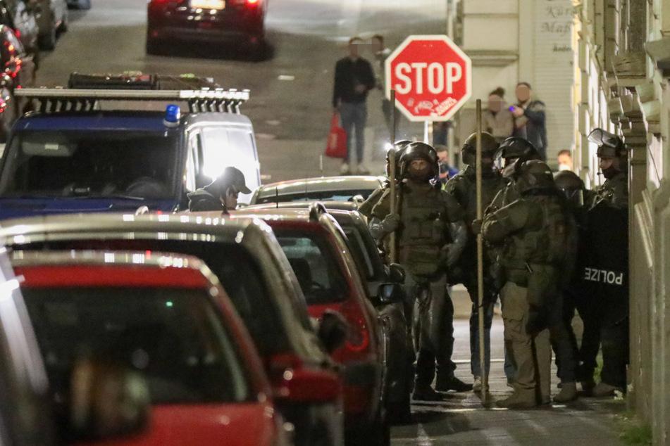 Mann (23) droht Rettungskräften mit Messer: SEK rückt an!