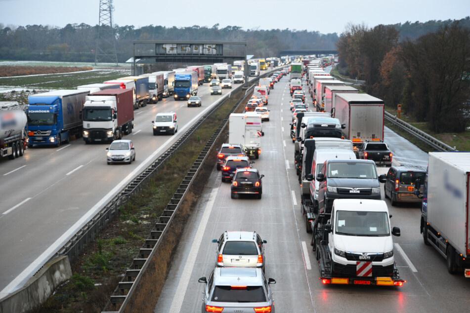 Drei Unfälle mit mehreren Fahrzeugen: Stau auf der A6