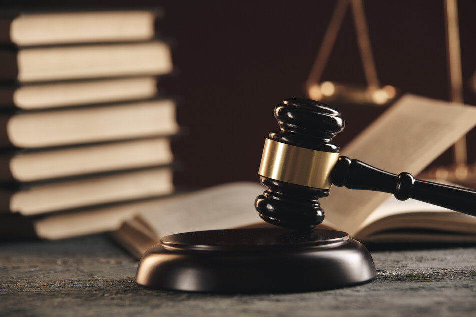 Kreuz, Kopftuch und Co.: NRW-Gesetz untersagt religiöse Symbole für Justiz