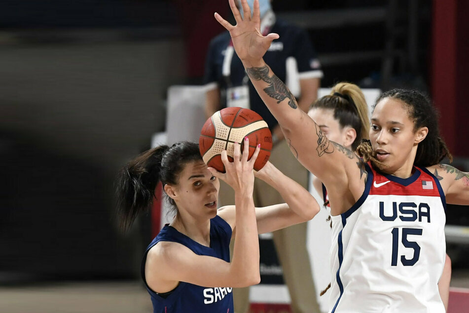 US thrashes Serbia to reach Olympic women's basketball final