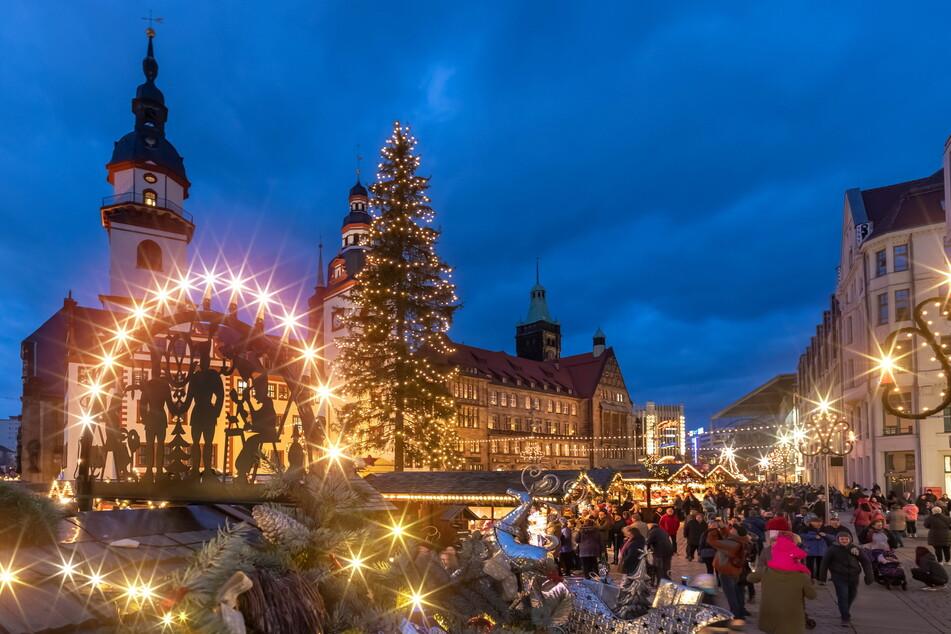 Lichtblick für den Weihnachtsmarkt: Die Stadt hat nach anfänglichen Schwierigkeiten alle Hütten an den Händler gebracht.