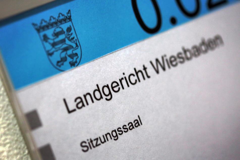 Am Donnerstag steht in Wiesbaden Hanno Berger, der Architekt der Cum-Ex-Geschäfte vor Gericht (Symbolfoto).