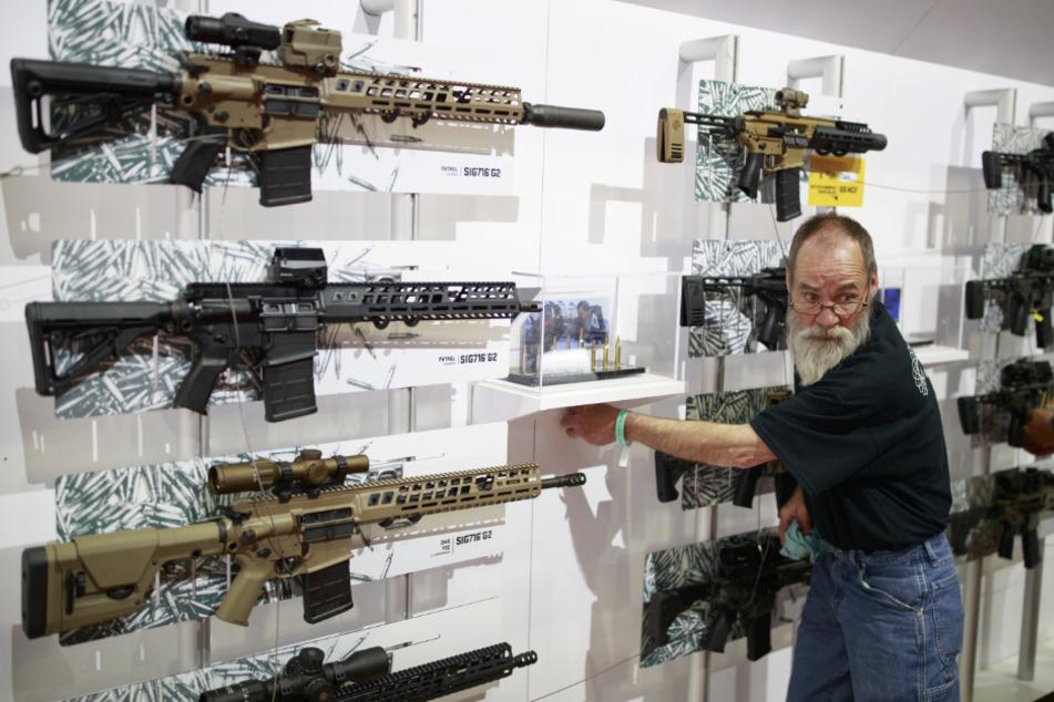 Gewehre von Sig Sauer werden bei der Jahrestagung der National Rifle Association (NRA) in den USA präsentiert. (Archivbild)