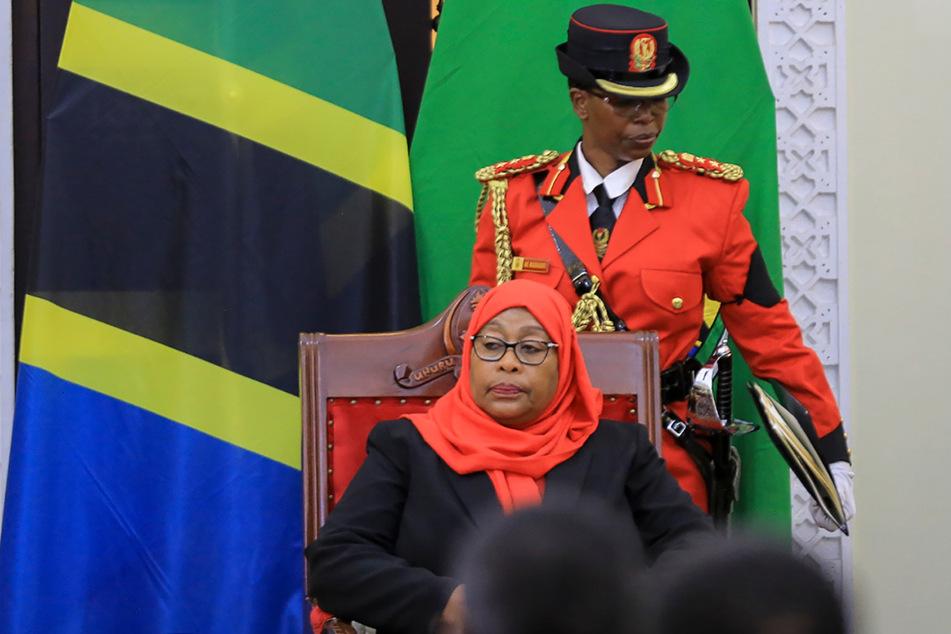 Dar Es Salaam: Samia Suluhu Hassan wird bei einer Zeremonie im State House vereidigt.