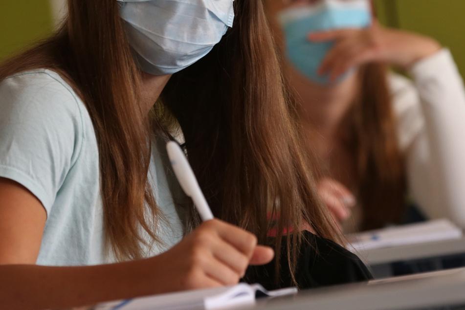 Seit Montag können Schüler im Ländle größtenteils auf eine Maske verzichten. (Symbolbild)