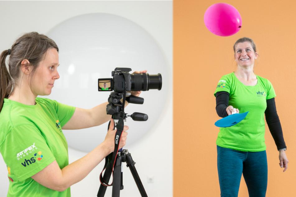 Links: VHS-Kollegin Beatrice Hendrich (37) filmt das ungewöhnliche Fitnessprogramm. Hin und wieder steht die Physiotherapeutin auch schon mal selbst vor der Kamera. Rechts: Raffiniert! Sportwissenschaftlerin Dürt Gräf (45) versucht mit einem selbstgebastelten Schläger aus Drahtbügel, Klebeband und Feinstrumpfhose den Ballon in der Luft zu halten.