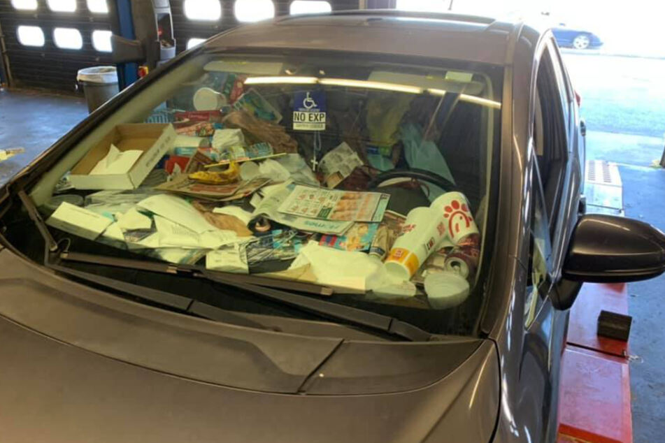 Viel dürfte der Besitzer des Fahrzeuges beim Fahren nicht mehr gesehen haben.