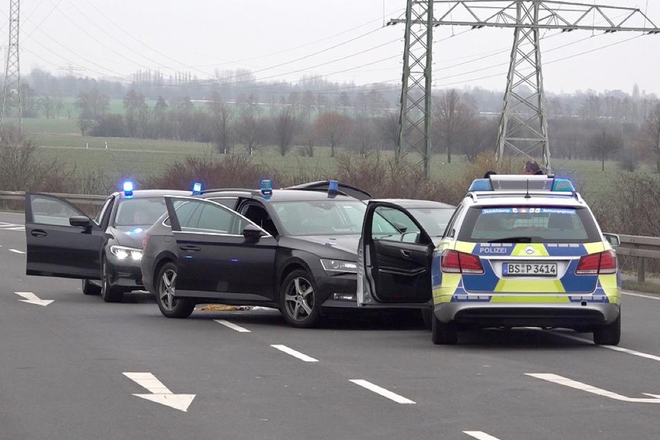 Nach einer wilden Verfolgungsjagd mit Start in Braunschweig konnte das flüchtige Fahrzeug erst bei Magdeburg gestoppt werden.