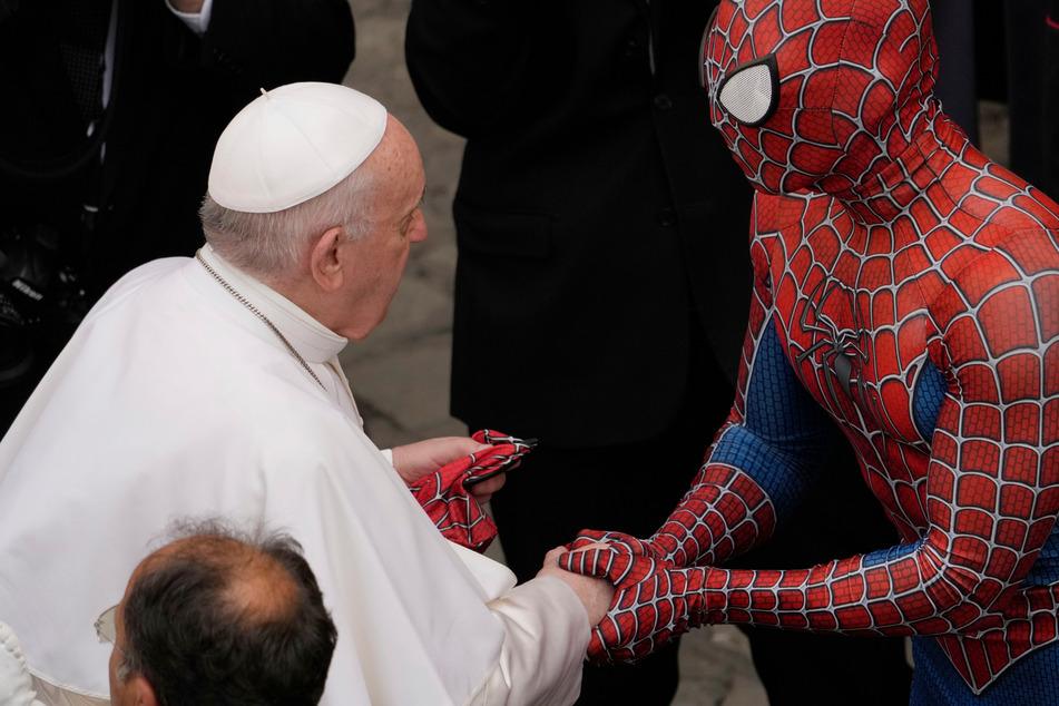 Papst trifft Spider-Man: Superheld bekommt Audienz im Vatikan