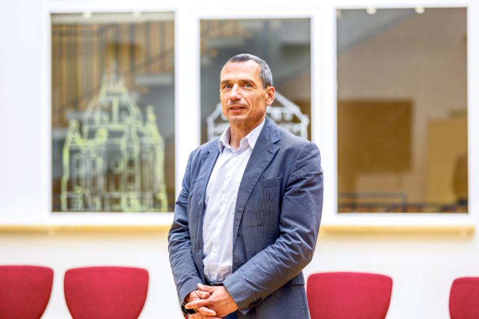 Marcello Meschke (59) leitet das Bertolt-Brecht-Gymnasium in der Johannstadt.