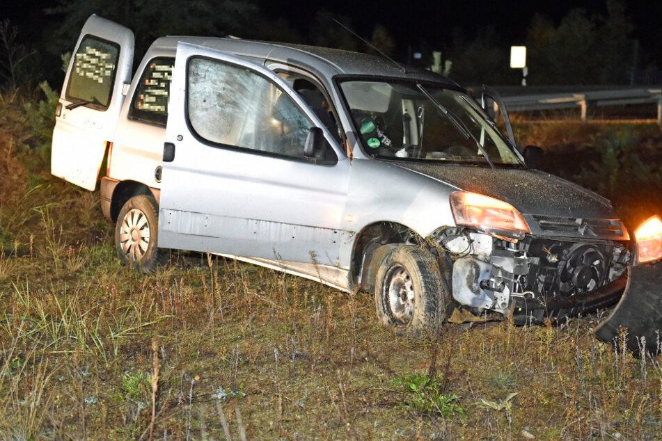 Citroën muss Hirsch ausweichen und überschlägt sich: Fahrer schwer verletzt