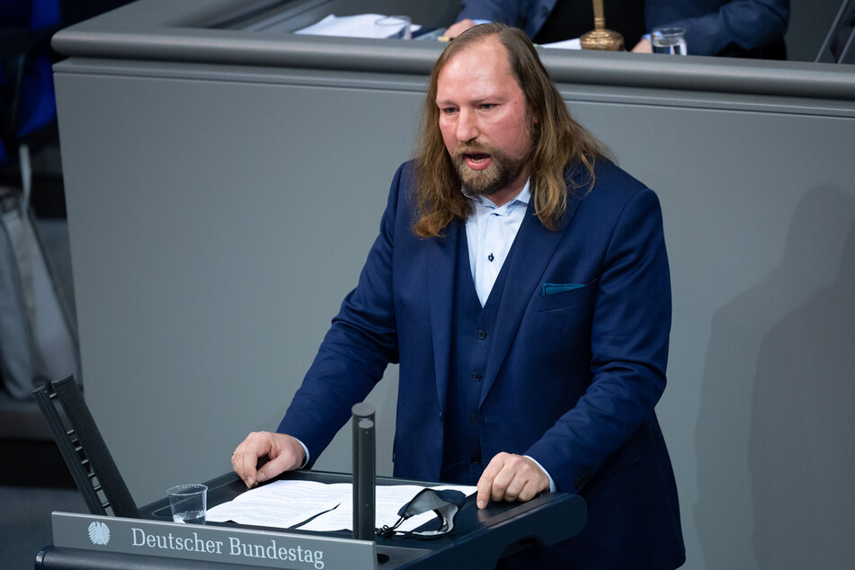 Anton Hofreiter (51), Vorsitzender der Bundestagsfraktion von Bündnis 90/Die Grünen, spricht bei der Plenarsitzung im Deutschen Bundestag.