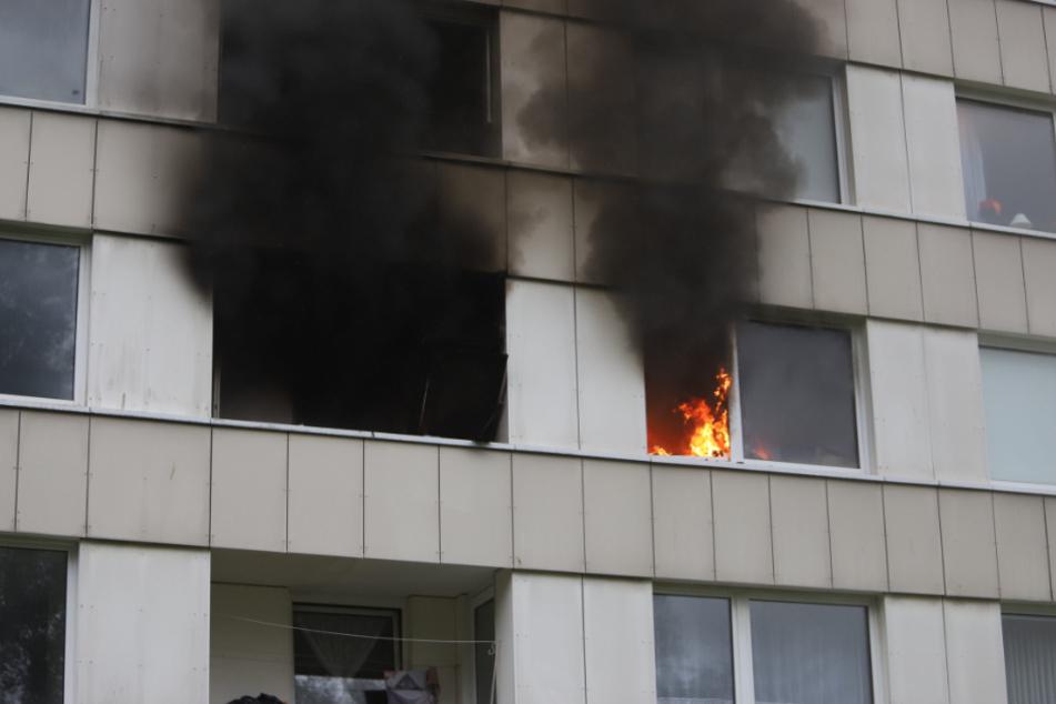 Feuer-Drama in Hochhaus: Mehrere Menschen bei Brand verletzt